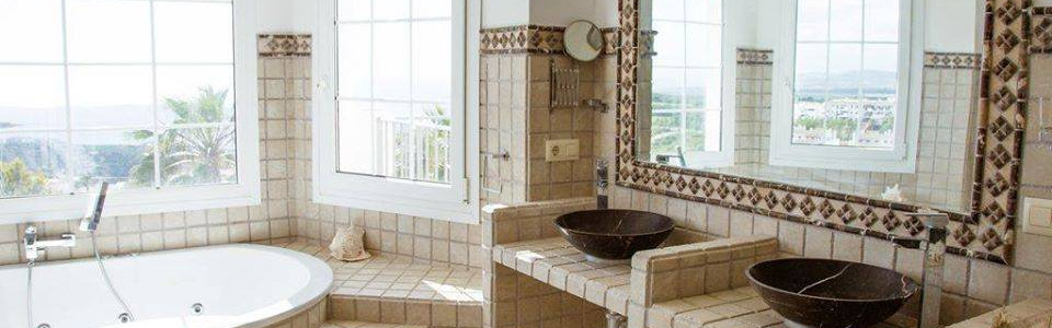 CASABLANCA JACUZZI BATH AND TWIN SINKS